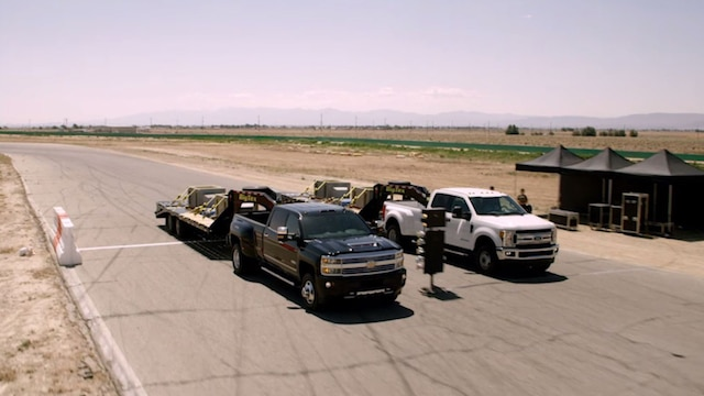 Videos de Silverado: Howie Long prueba la Silverado HD vs. la Ford Super Duty