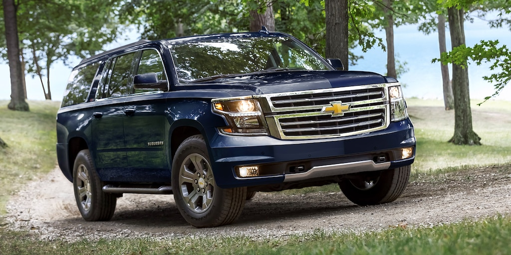 2018 Suburban SUV Exterior Photo: perfil lateral