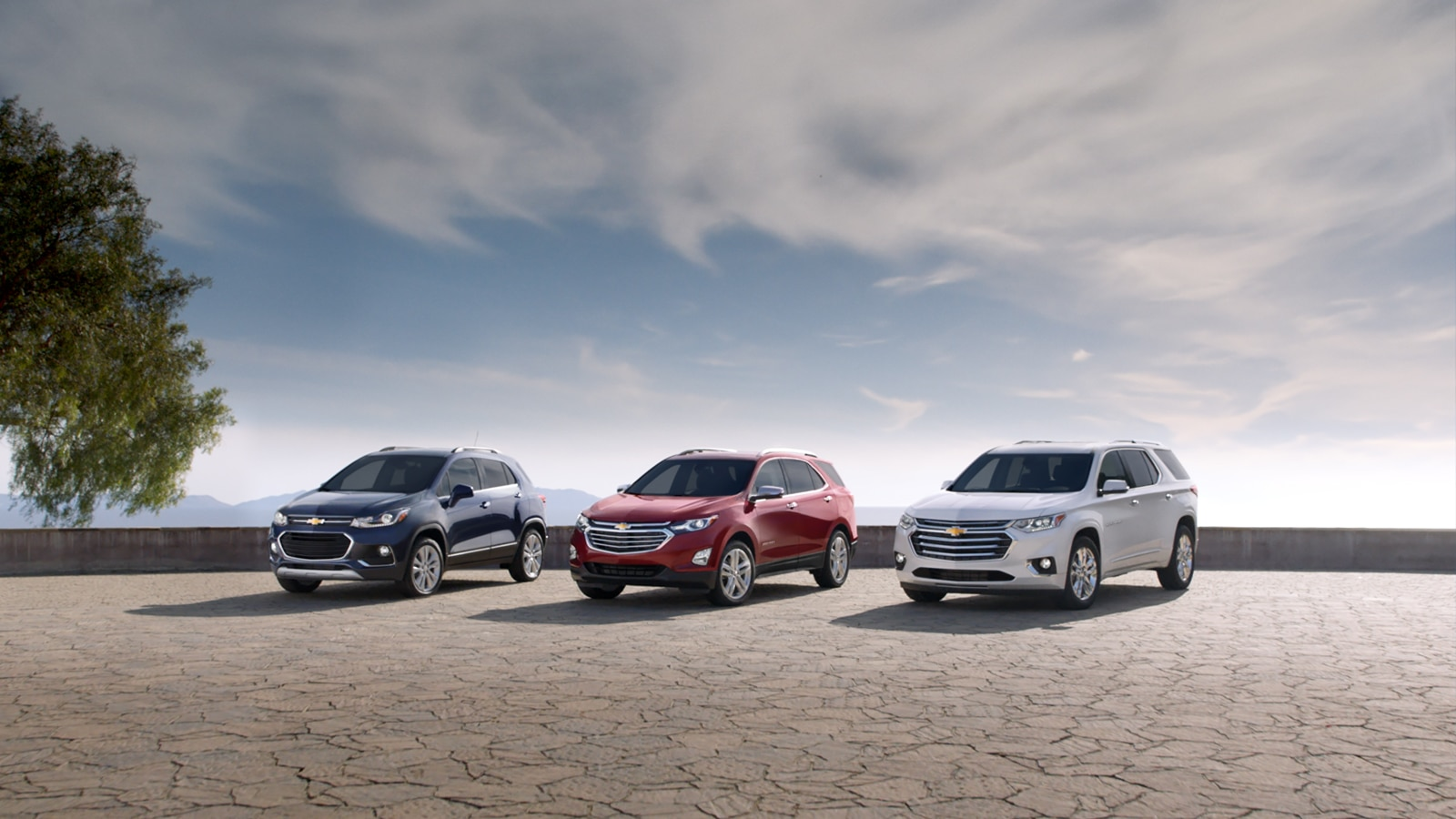 Las crossovers Trax, Equinox y Traverse de Chevrolet estacionadas una al lado de la otra.