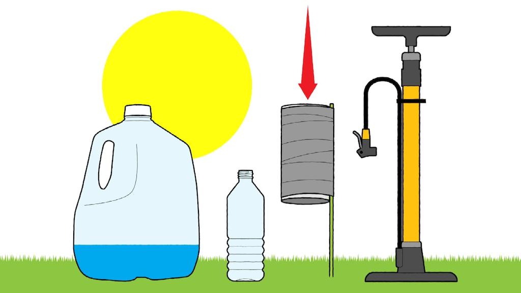 Una ilustración de un bidón de agua, una botella de plástico de 20 onzas, un tubo de cartón pegado a una estaca de jardín clavada en la tierra y un inflador de bicicleta vertical. Una flecha roja apunta hacia abajo a la parte superior del tubo de cartón.