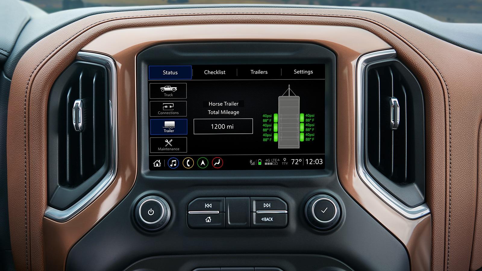 La pantalla de infoentretenimiento muestra las estadísticas del remolque como parte del sistema de remolque en el vehículo.