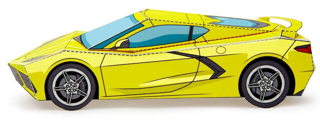 Un modelo en papel de Corvette2020 armado en Amarillo Accelerate.