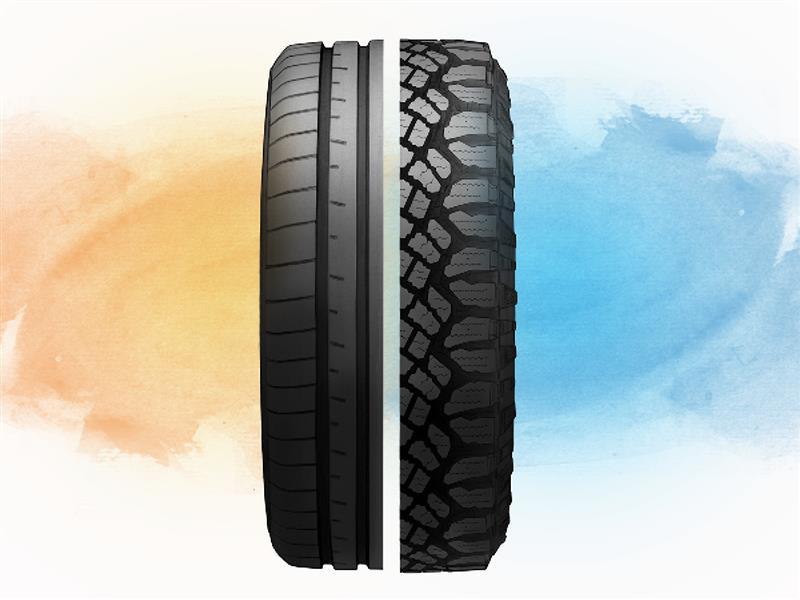 Una ilustración de un neumático dividido en el centro de las bandas de rodadura, la mitad izquierda corresponde a la banda de rodamiento de un neumático deportivo y la mitad derecha a la banda de rodadura de un neumático todoterreno.