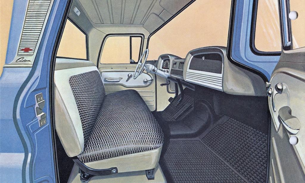 Una ilustración del folleto de la camioneta serie C/K 1962 mostrando el interior de la cabina de la camioneta.