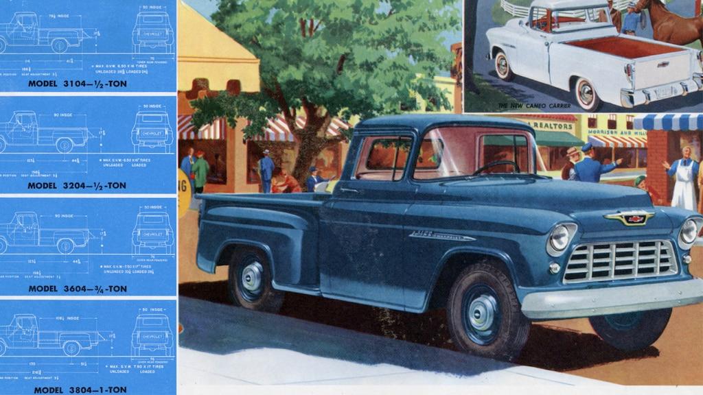 Una página de un folleto de camionetas Chevy del 1955 con una ilustración de una pickup azul con un recorte en la esquina de la misma camioneta en blanco.