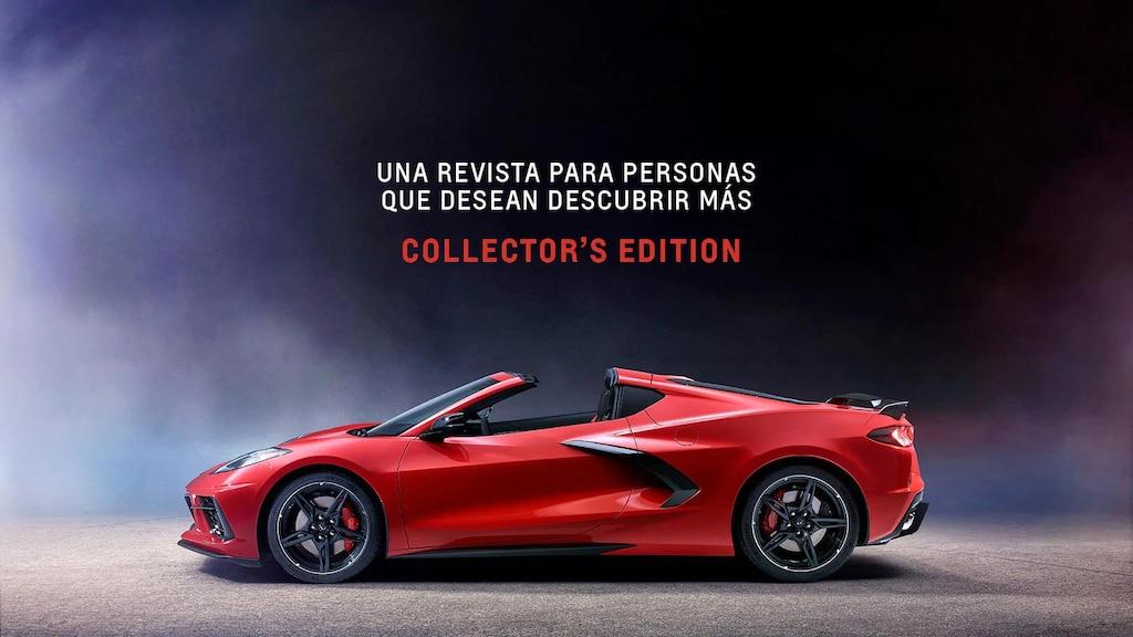 La tapa de la edición de la revista  New Roads de Special Collector, con el  Chevrolet Corvette 2020 con motor al medio. El icónico logo Stingray del Corvette en detalle.