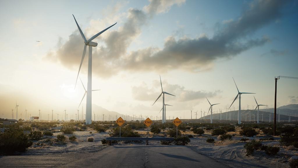 Molinos de viento que generan energía al final de la 19th Avenue en Palm Springs, California.