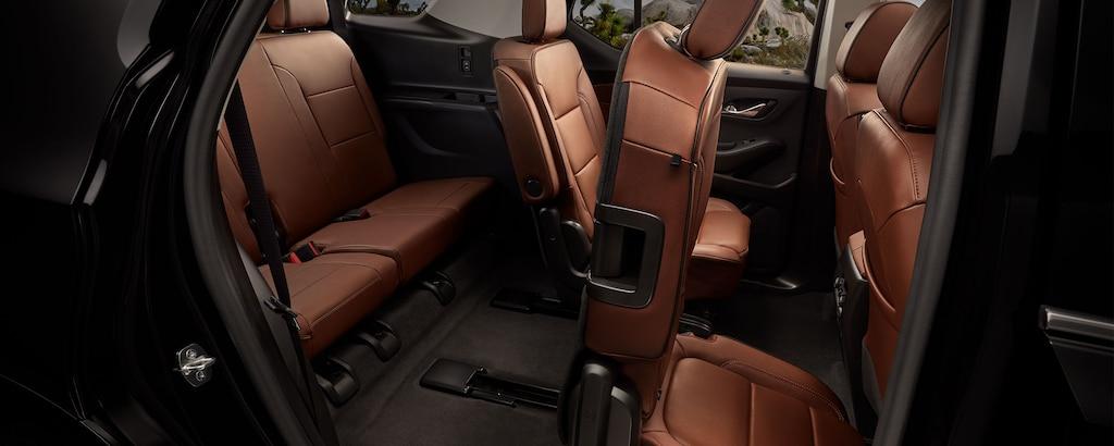 Accesibilidad en laChevy Traverse 2021: Vista lateral de asiento Smart Slide en la segunda fila