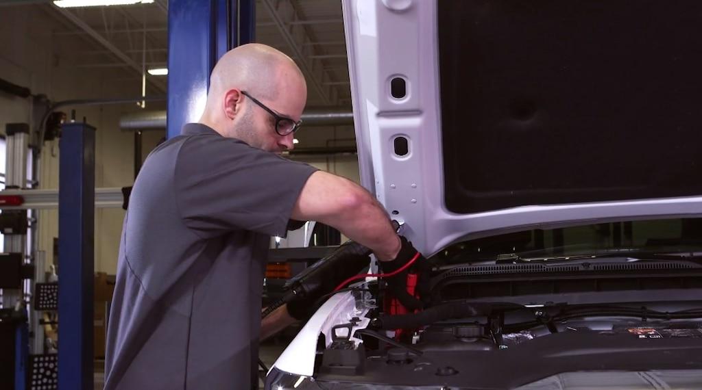 Trae tu vehículo al concesionario con Servicio certificado para una prueba de la batería gratis