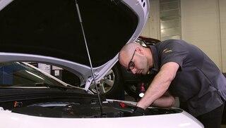 Video de la revisión de los niveles de fluidos