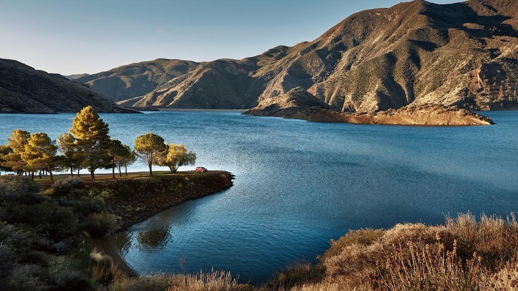 Revista New Roads: Un lago, tres caminos