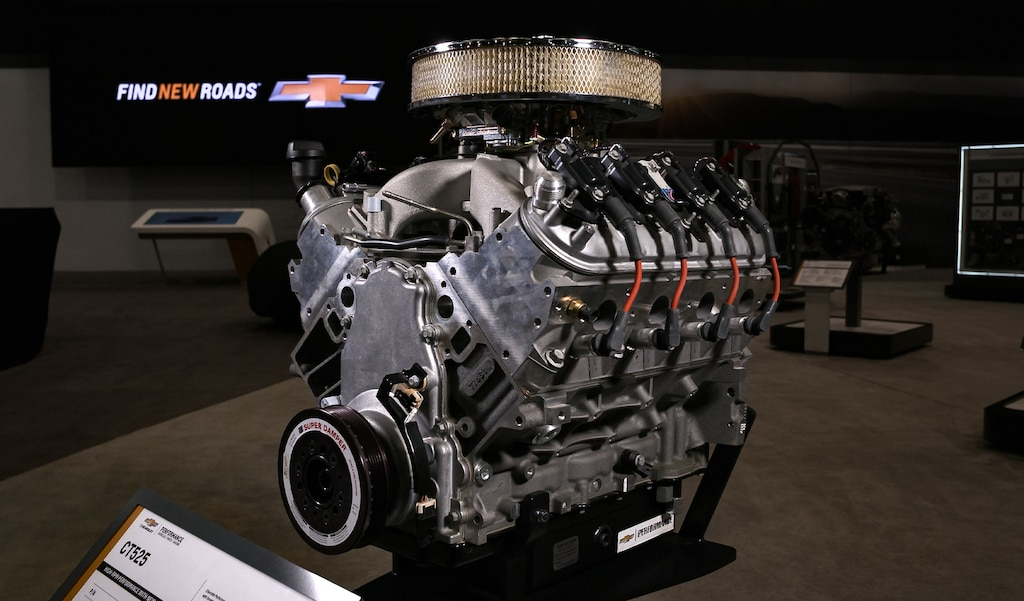 Chevrolet Performance's new CT525 6.2L Crate Engine Enhanced with Forged Pistons (No. 19418211)