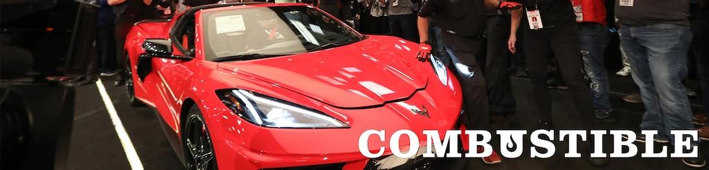 Vista frontal lateral del superauto con motor al medio Chevrolet Corvette 2020