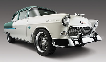 Líneas clásicas Bel Air 1955 con la eficiencia del moderno motor armado y transmisión de Chevrolet Performance.
