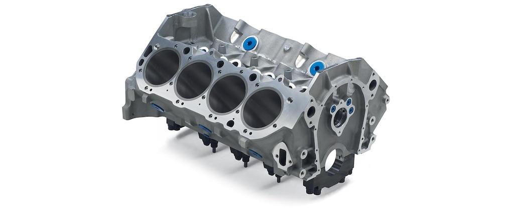Vista superior delantera del bloque grande de motor en aluminio ZL1 de Chevrolet Performance