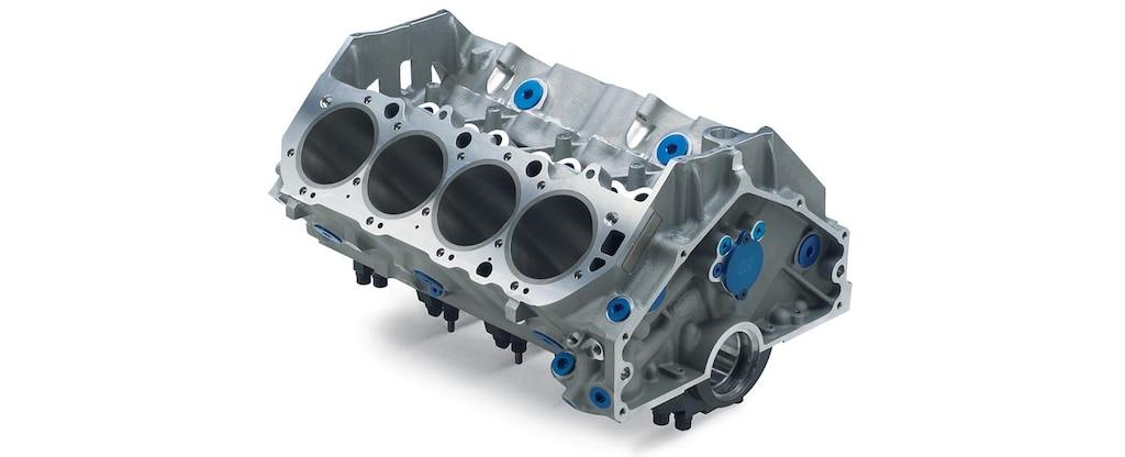 Vista superior trasera del bloque grande de motor en aluminio ZL1 de Chevrolet Performance