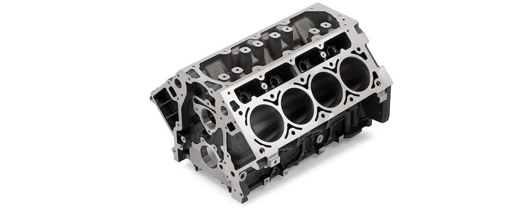 Vista superior delantera del bloque de motor de cilindros en hierro fundido Gen IV de 6.0 L para producción serie LS/LT/LSX de Chevrolet Performance