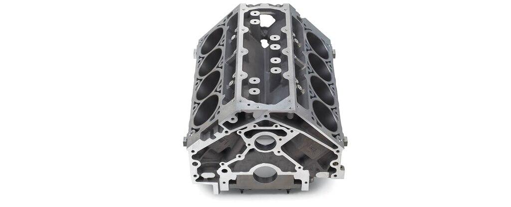 Vista superior delantera del bloque vacío de motor de cilindros en aluminio LS3/L92 de 6.2 L para producción serie LS/LT/LSX de Chevrolet Performance