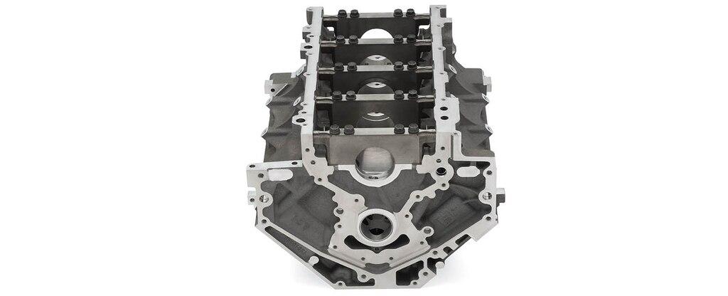 Vista inferior trasera del bloque vacío de motor de cilindros en aluminio LT1/LT4 de 6.2 L para producción serie LS/LT/LSX de Chevrolet Performance