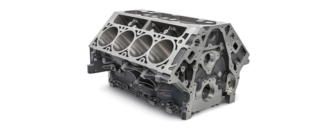 Vista delantera superior: bloque de motor de hierro fundidoL8T Gen V de 6.6 L, cilindros de producción serieLS/LT/LSX deChevroletPerformance