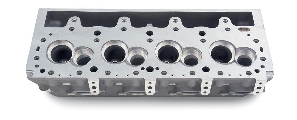 Culata con centro de 4.500 diámetro interior para válvula extendida Chevy Performance