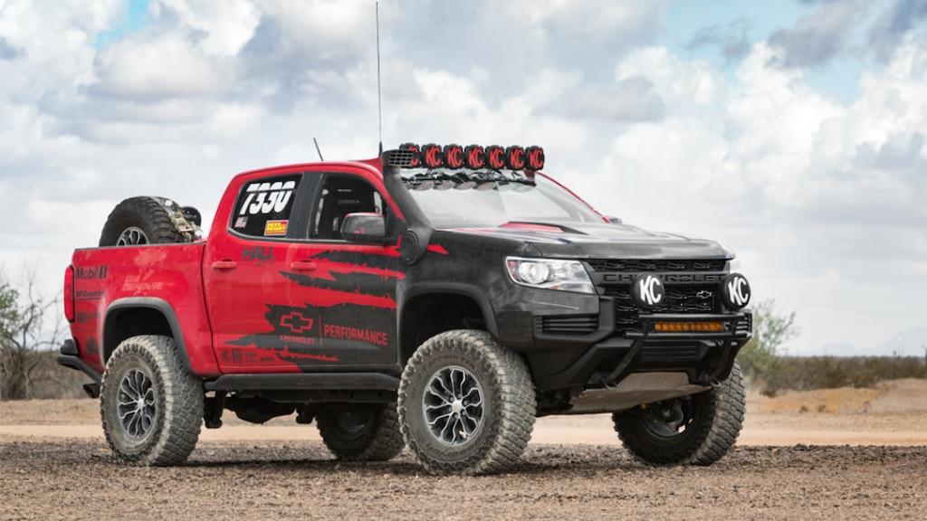 Vista frontal lateral de camioneta todo terreno Colorado ZR2 Chevrolet Performance