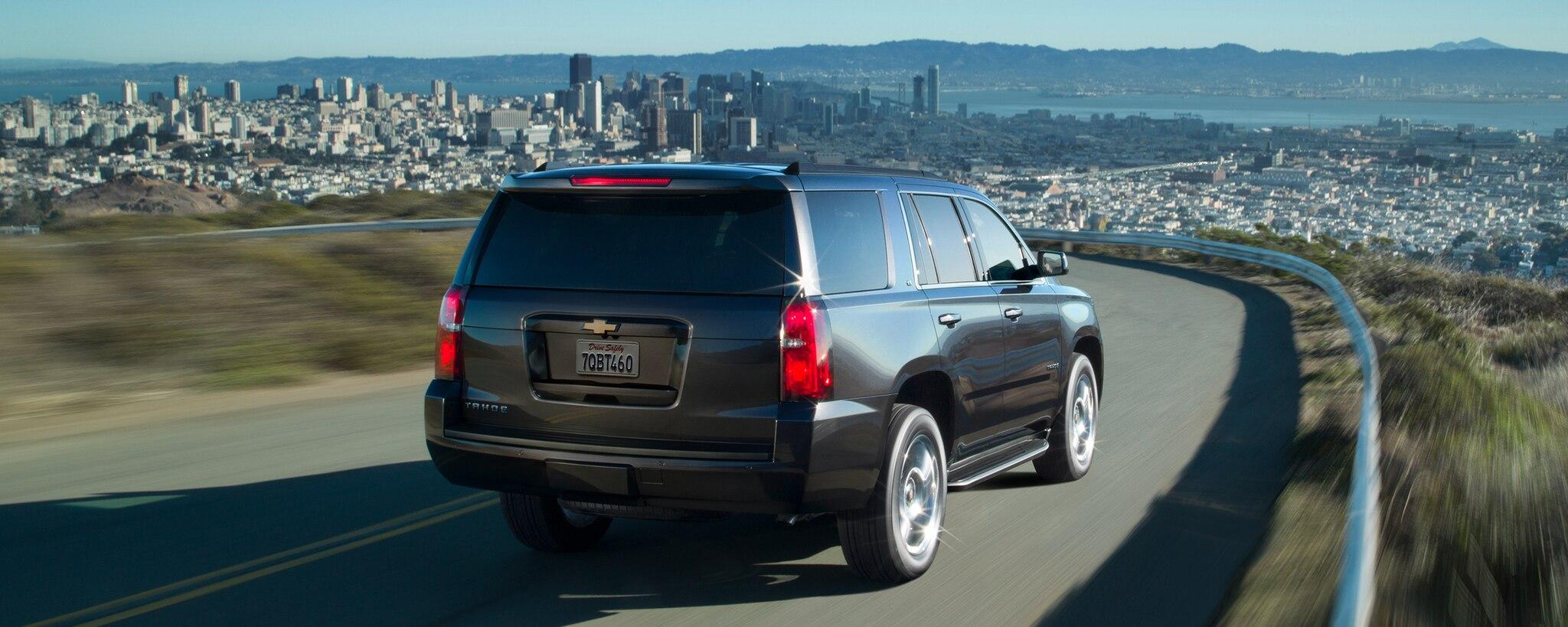 Vehículos comerciales de Chevrolet: SUV de tamaño completo Tahoe: vista trasera
