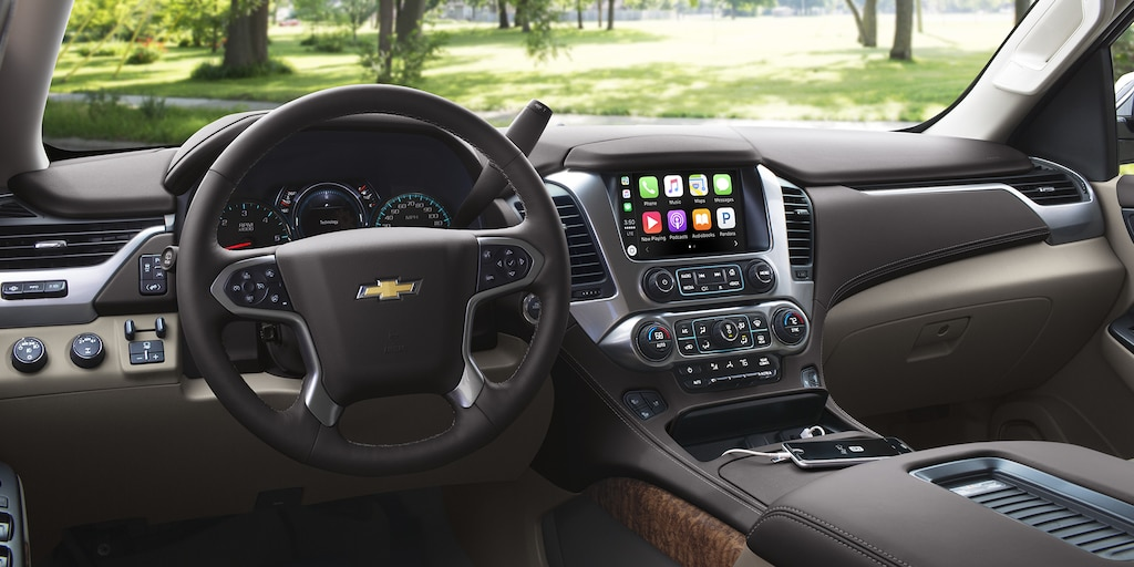 Foto del interior de la SUV Suburban 2018: Tablero
