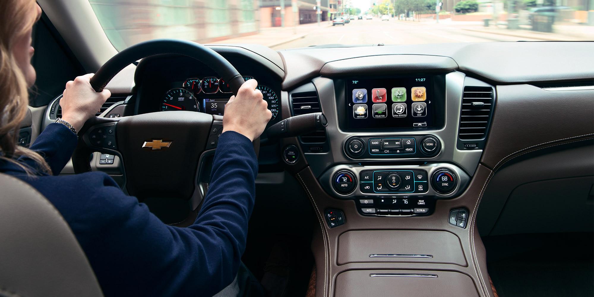 Tecnología de la SUV grande Suburban 2018: Pantalla táctil color de 8 en el tablero