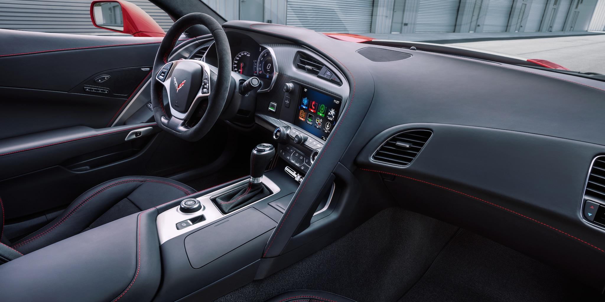 Diseño del auto deportivo Corvette Grand Sport 2018: interior, tablero