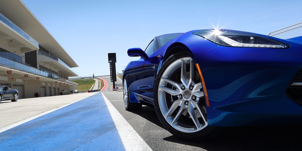 Diseño del auto deportivo Corvette Stingray 2018: rines