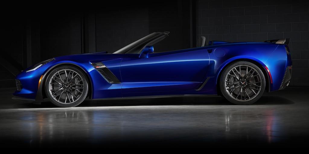 Diseño del superauto Corvette Z06 2018: lateral del convertible