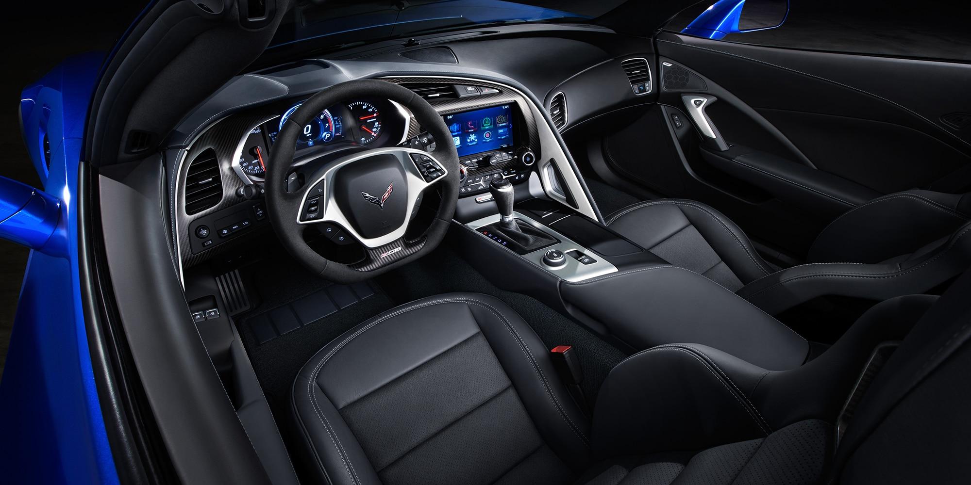 Diseño del superauto Corvette Z06 2018: cabina del conductor 2
