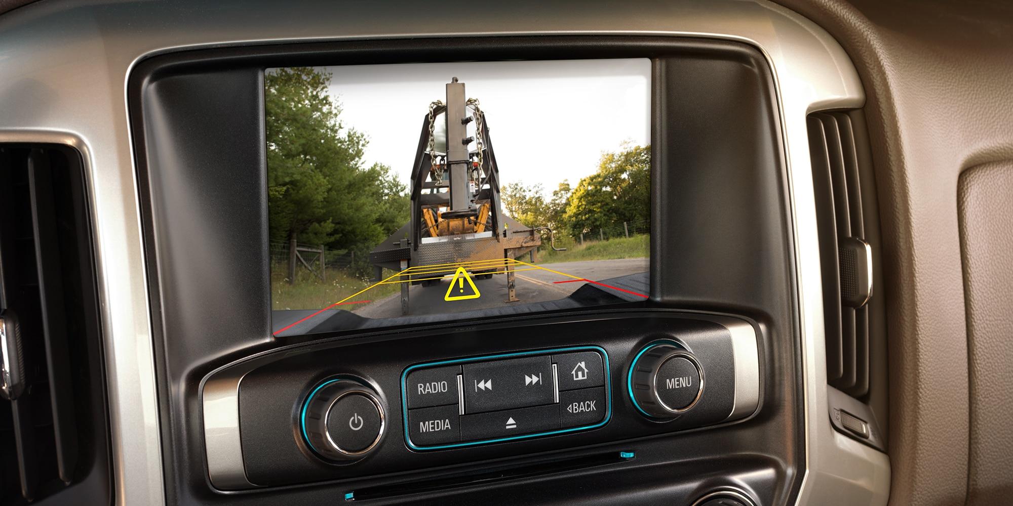 Tecnología de la camioneta Silverado HD 2018 para trabajos pesados: cámara retrovisora