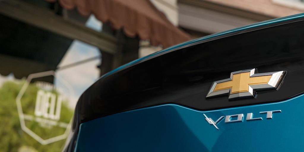 Foto del exterior del híbrido para enchufar Volt 2019: emblema trasero