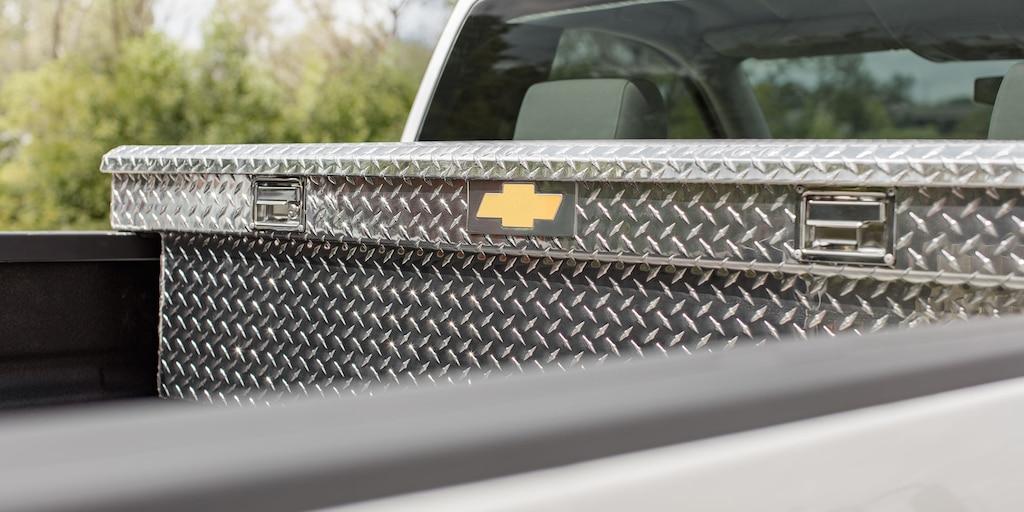Accesorios para la camioneta comercial de trabajo Silverado HD 2019: Paragolpes trasero con CornerStep