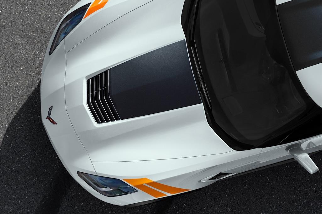 Diseño del auto deportivo Corvette Grand Sport 2019: cofre 1