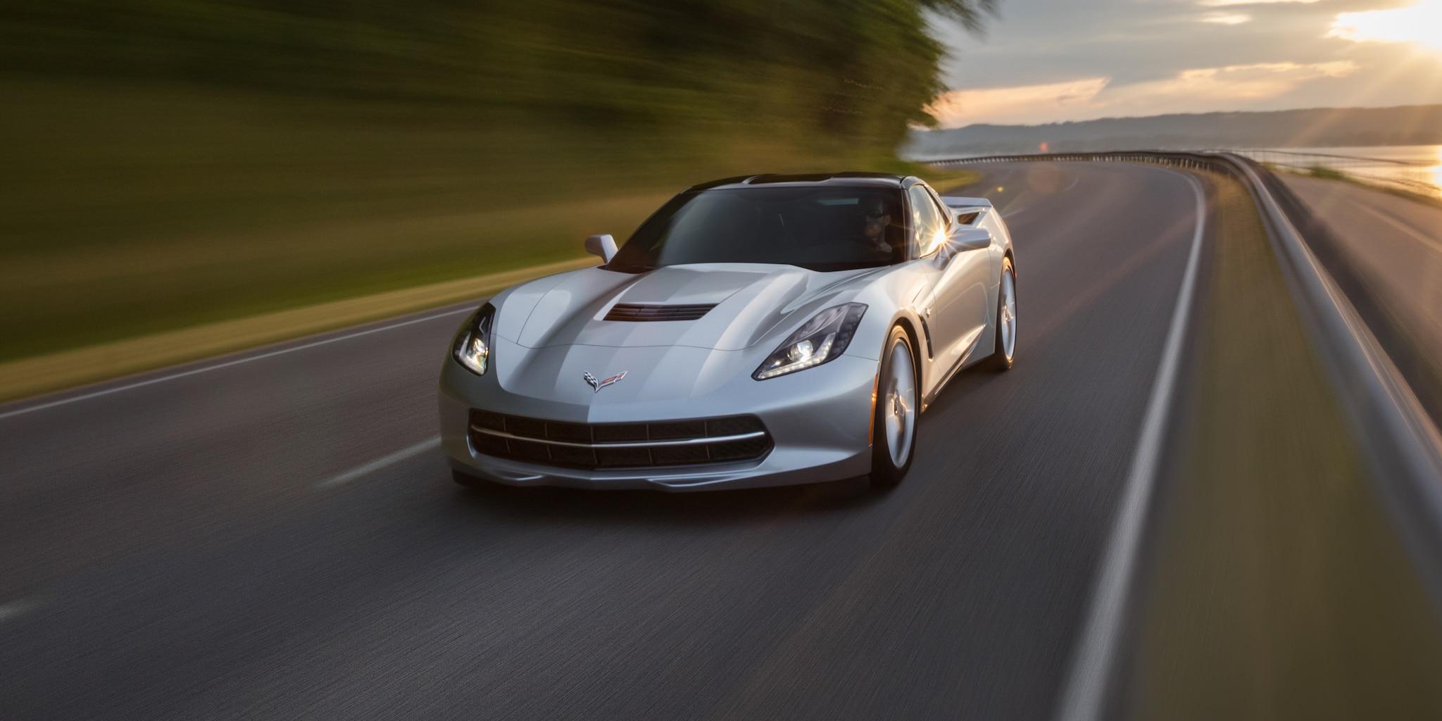 Diseño del auto deportivo Corvette Stingray 2019: delantero