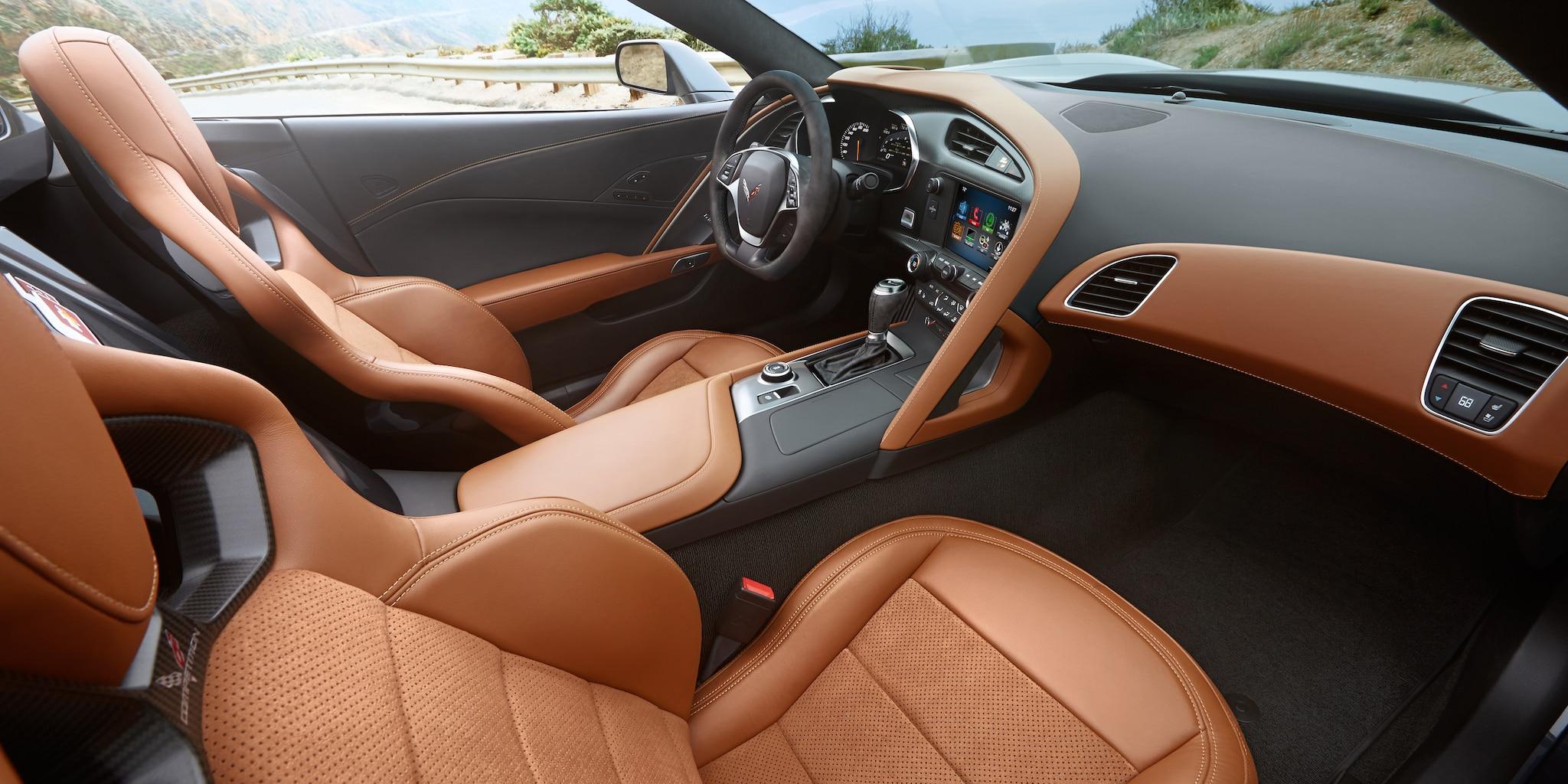 Diseño del auto deportivo Corvette Stingray 2019: cabina - Kalahari