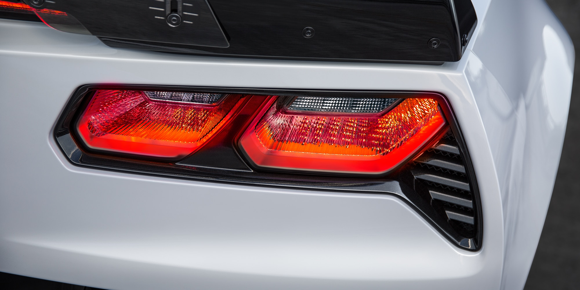 Diseño del superauto Corvette Z06 2019: faros traseros