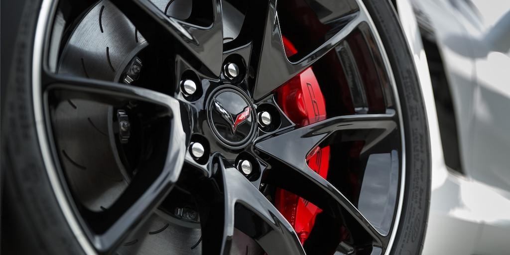 Diseño del superauto Corvette Z06 2019: rines tipo paleta
