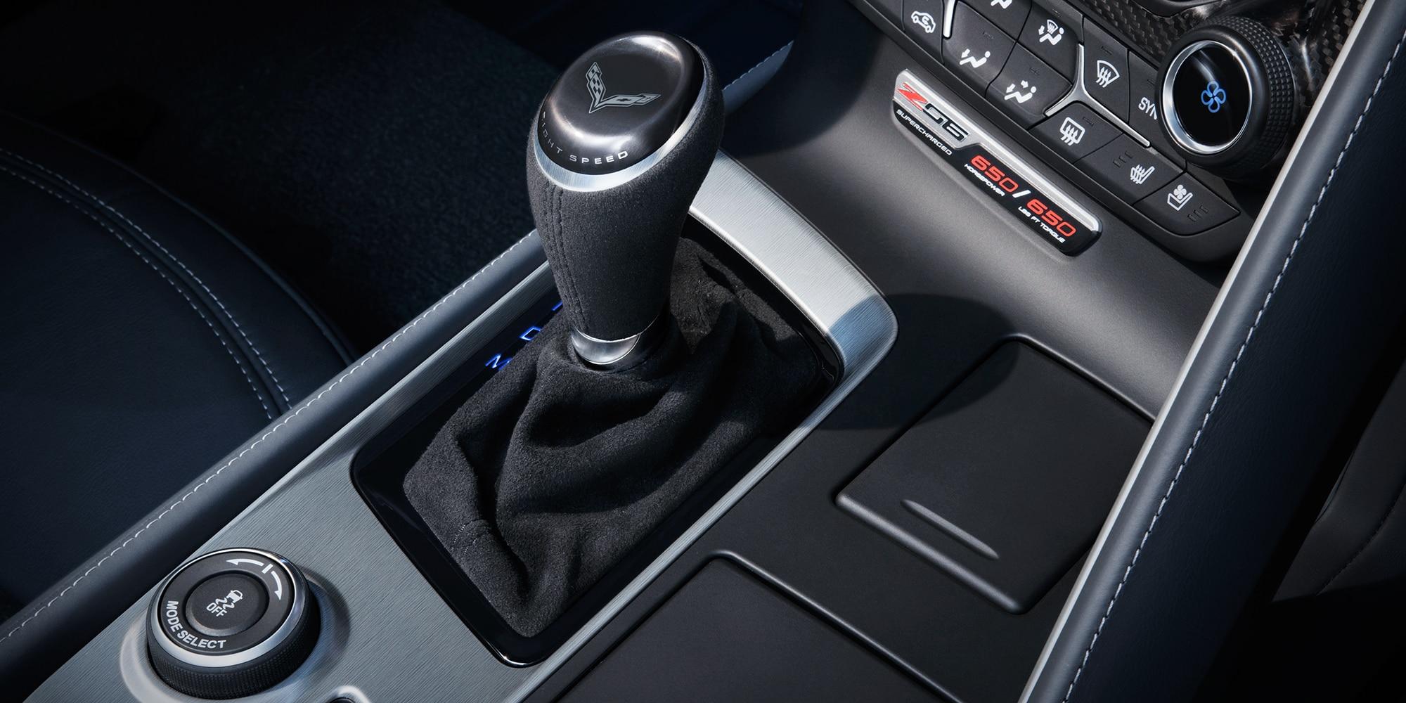 Diseño del superauto Corvette Z06 2019: palanca de cambios