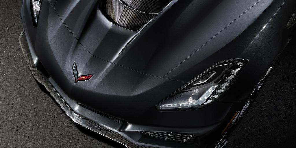 Foto del exterior del superauto Corvette ZR1 2019: vista de arriba del cofre