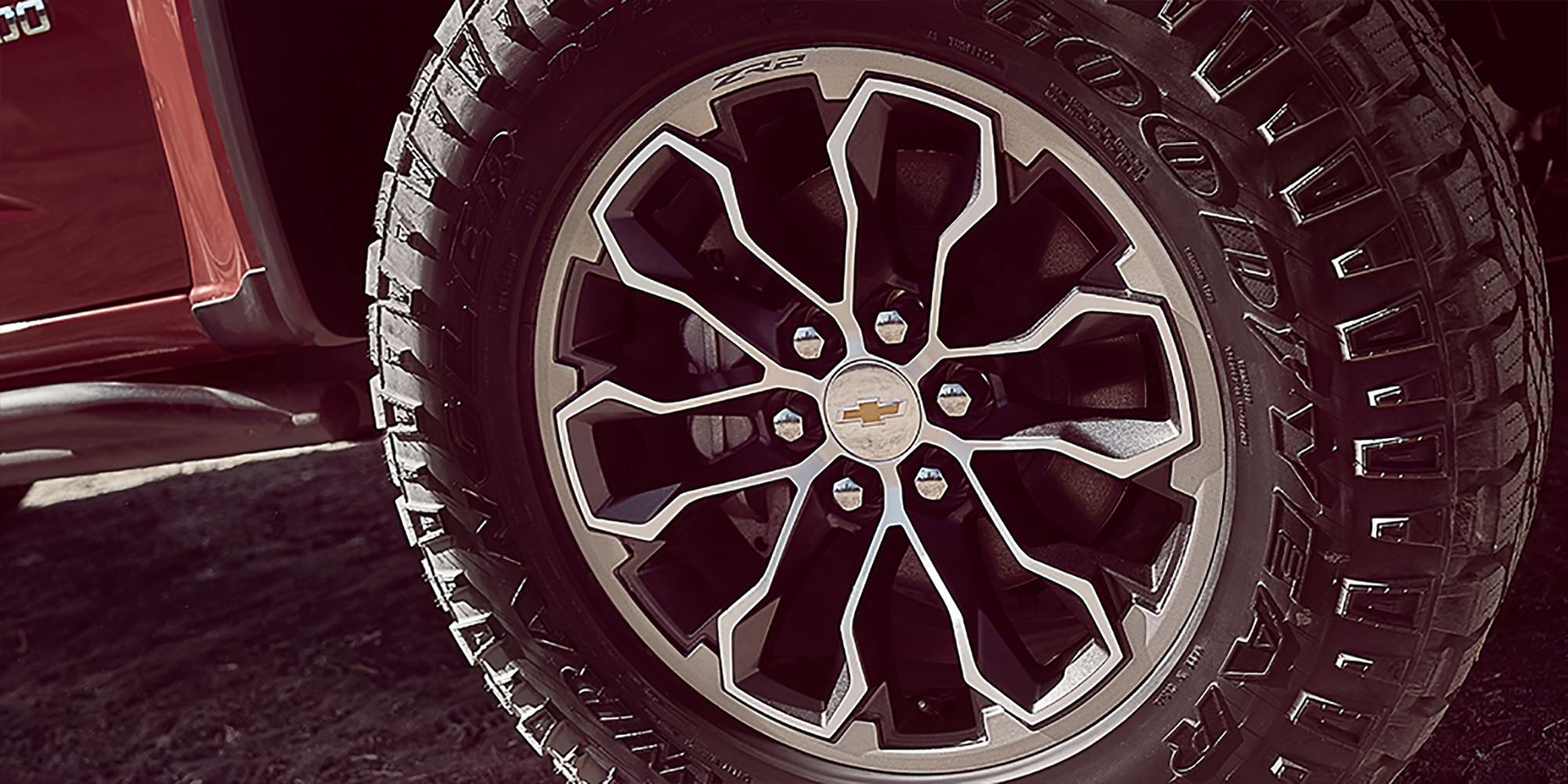 Diseño de la camioneta todo terreno Colorado ZR2 2019: Rines de 17 pulgadas