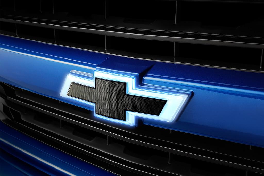 Accesorios para la camioneta pickup Silverado 1500 2019: Emblema iluminada