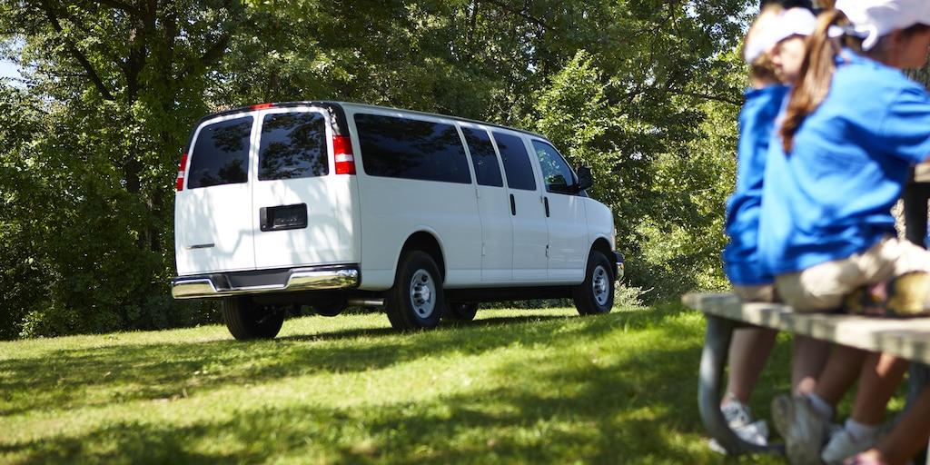 Van Express Passenger 2020 estacionada