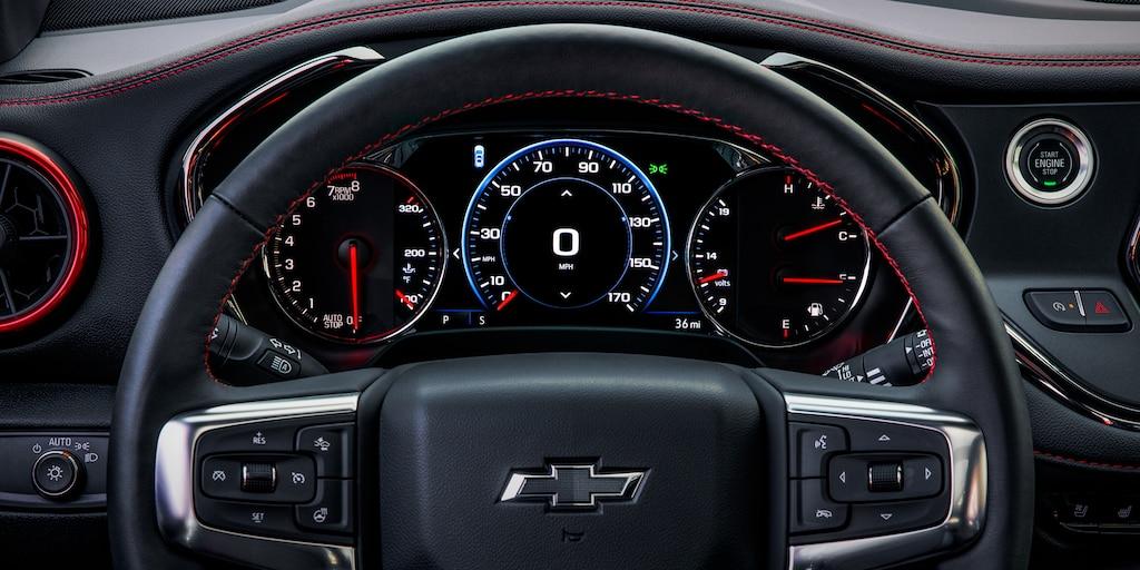 SUV deportiva Chevy Blazer 2020: volante con velocímetro y tacómetro para el conductor