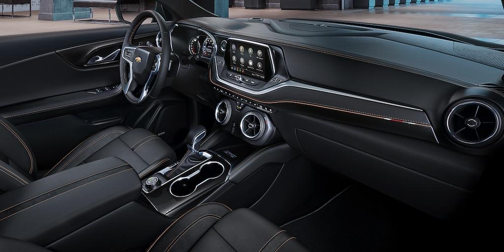 SUV deportiva Chevy Blazer 2020: tablero interior y asientos delanteros