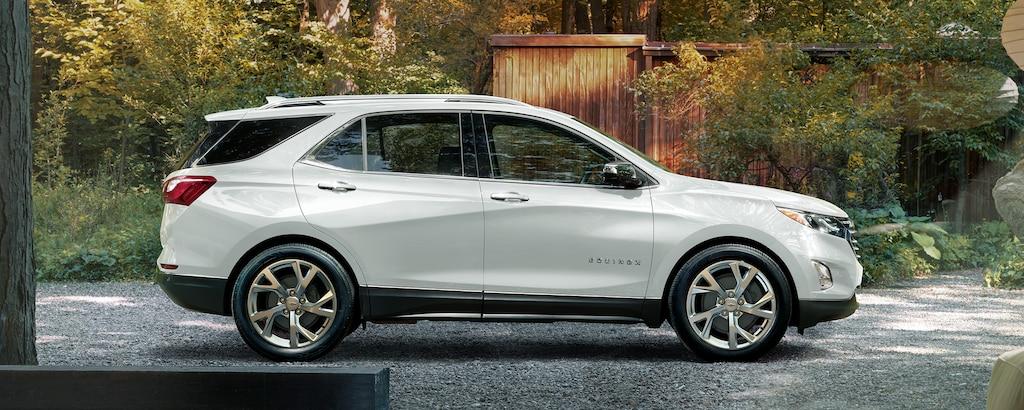 Vista del perfil de la SUV compacta Chevrolet Equinox 2020