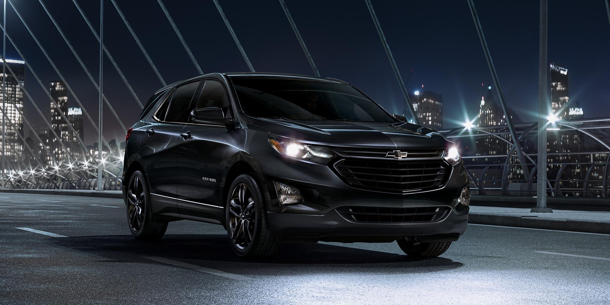 Vista lateral del exterior de la SUV compacta Chevrolet Equinox 2020 edición Midnight